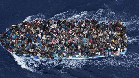 profughi-barconi-stracolmi