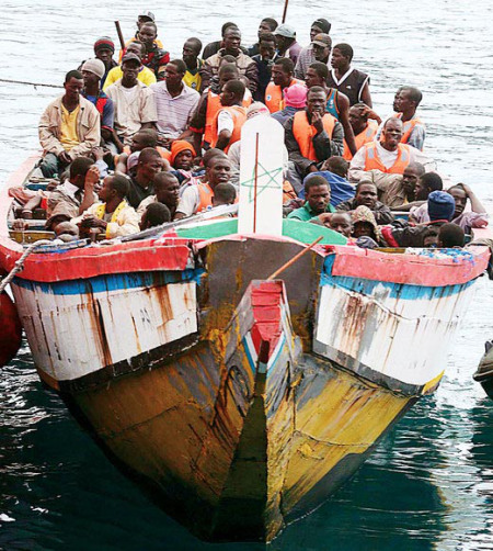 profughi-vagabondi-delinguenti-neri-barca