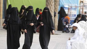 ARABIA SAUDITA DONNE STRADA